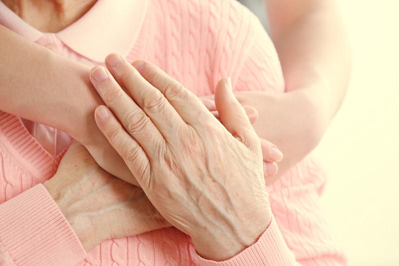 Les mains - deuxième visage d'une femme.