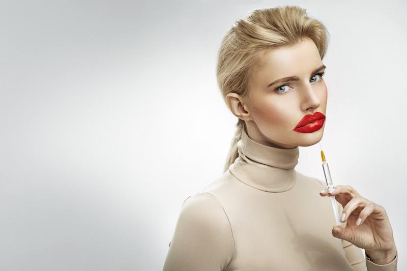 Chirurgie plastique et esthétique et médecine esthétique femme lèvres et injections Paris.